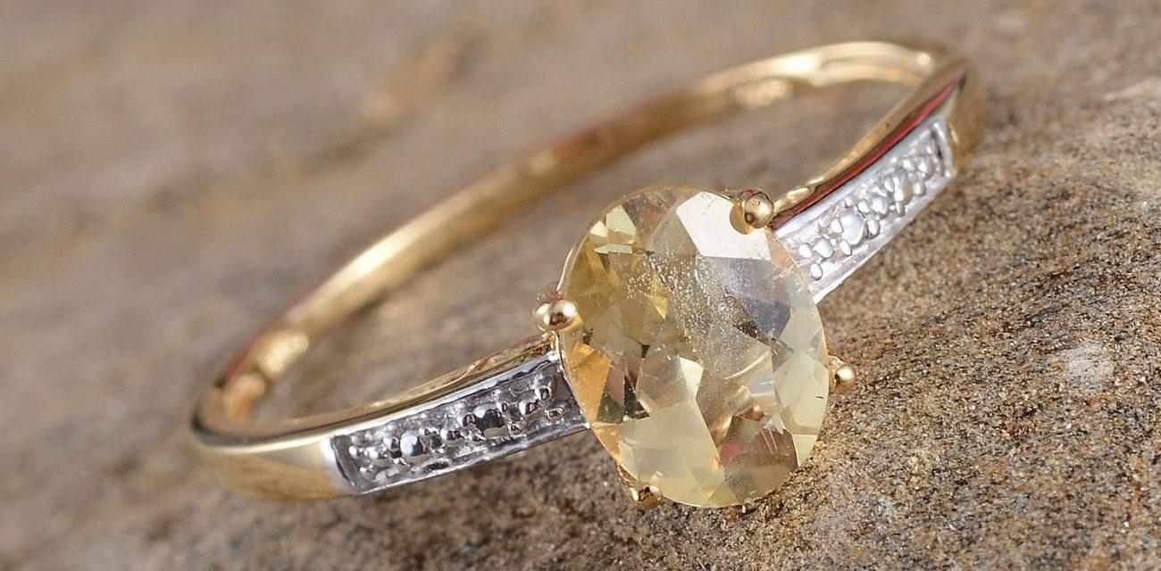 pierre Scapolite jaune