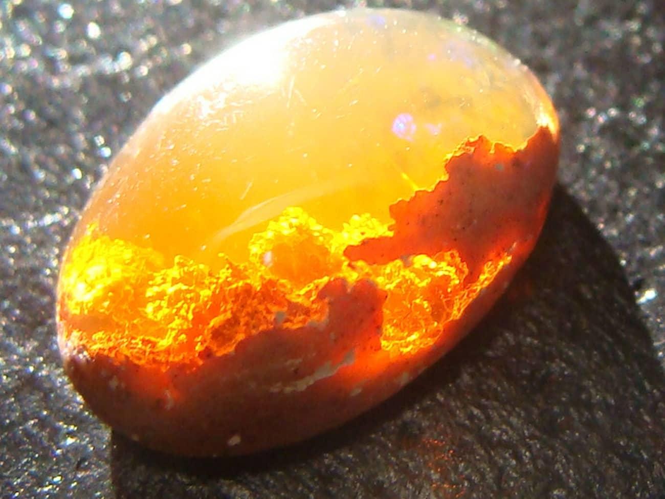 pierre opale jaune