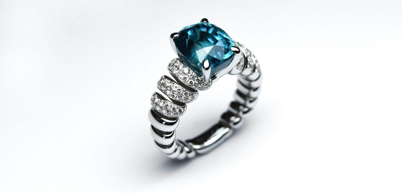 pierre zircon bleu