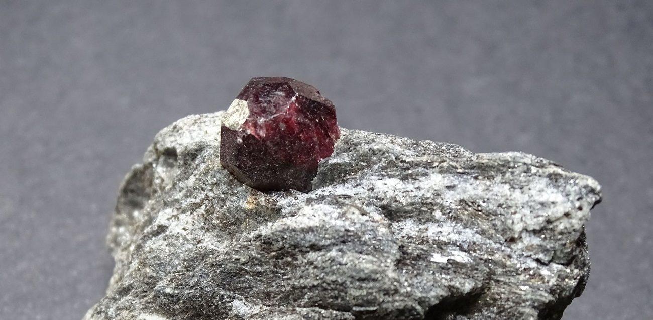 pierre grenat almandin