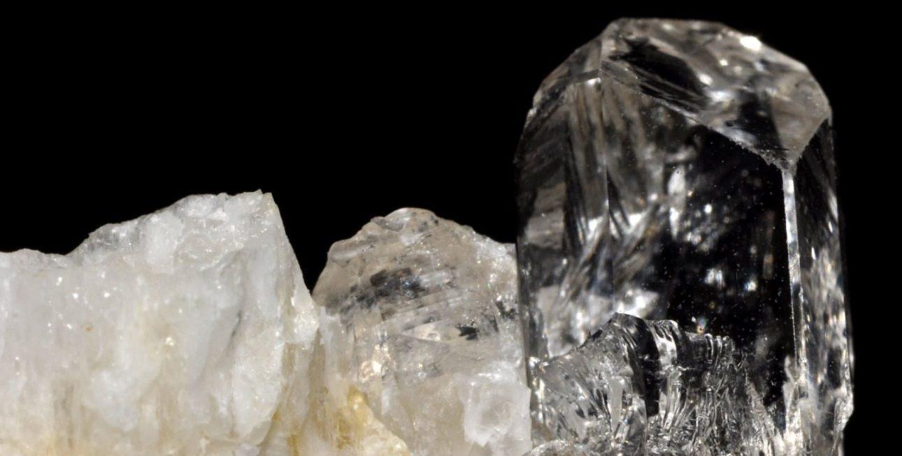 pierre topaze blanche
